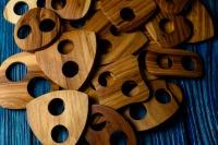 Деревянная пуговица-пряжка из вяза.