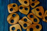 Деревянная пуговица-пряжка из клена.