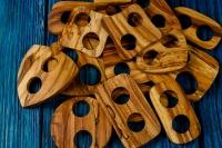 Деревянная пуговица-пряжка из черемухи.