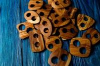 Деревянная пуговица-пряжка из яблони.