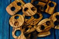 Деревянная пуговица-пряжка из рябины.